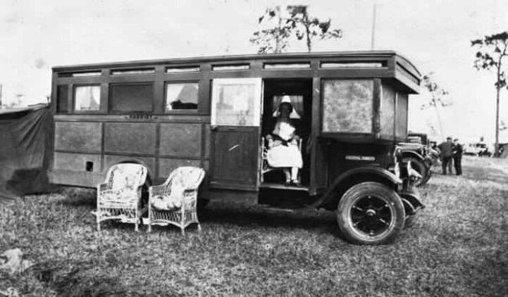 Town And Country Camper >> 18 Vintage Motorhomes - They Don't Make 'em Like They Used To | Homestead Guru