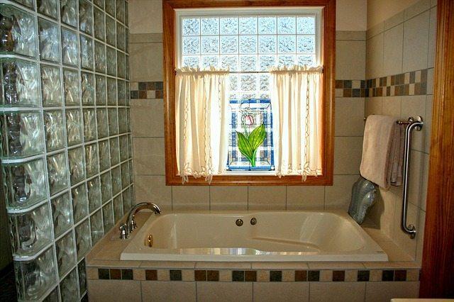 bathtub-54587_640