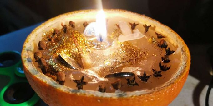 yule prosperity candle